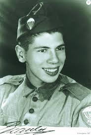 Antes de se alistar no Exército Brasileiro, Silvio Santos era vendedor de capas plásticas para documentos.